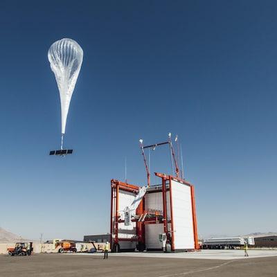 Un ballon de Loon, une filiale de la maison mère de Google, s'envole lors d'un test qui se déroulait sur un site de lancement au Nevada.