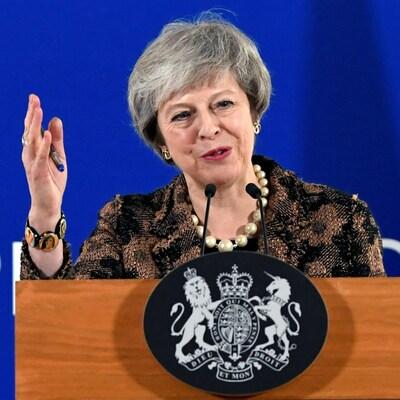 Brexit, la première ministre britannique Theresa May croit encore possible d'obtenir des garanties, l'UE veut calmer le jeu.