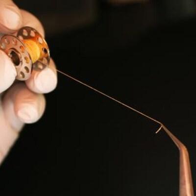 Les feuillets ont été découpés par les chercheurs pour former des fils, un peu comme ceux qui composent le textile d'un vêtement.
