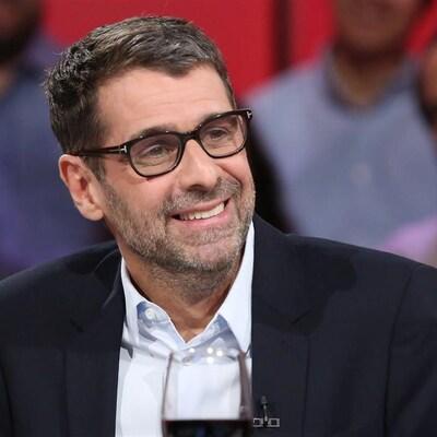 Éric Duhaime en entrevue sur un plateau de télévision
