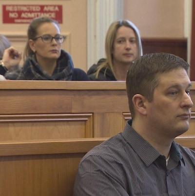 Trent Butt dans le box des accusés à son procès.