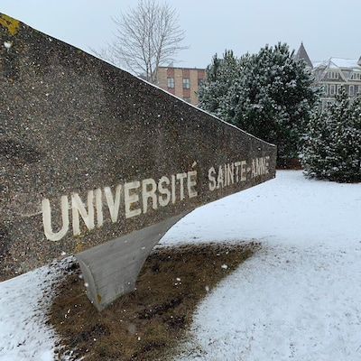 Bâtiments sous la neige.