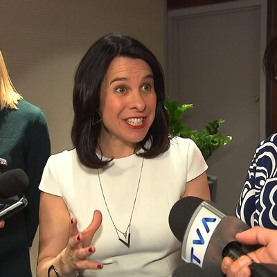 La mairesse de Montréal, Valérie Plante, répond aux questions des journalistes jeudi après sa présentation devant la Chambre de commerce du Montréal métropolitain.