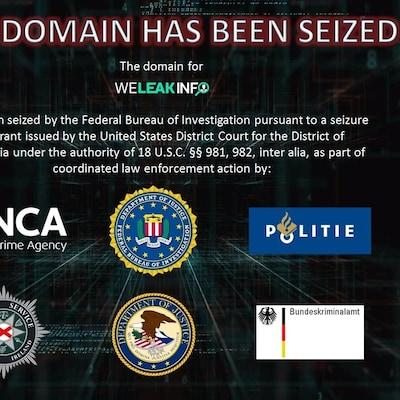 La page d'accueil de WeLinkInfo, remplie de logos d'agences gouvernementales dont le FBI.