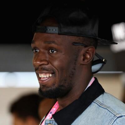 Usain Bolt est tout sourire.