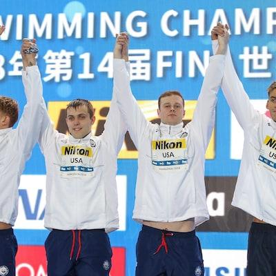 Caeleb Dressel, Ryan Held, Jack Conger et Michael Chadwick gagnent l'or aux mondiaux en petit bassin à Hangzhou, en Chine.