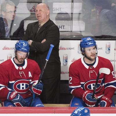 Claude Julien derrière Paul Byron, Jonathan Drouin et Brendan Gallagher