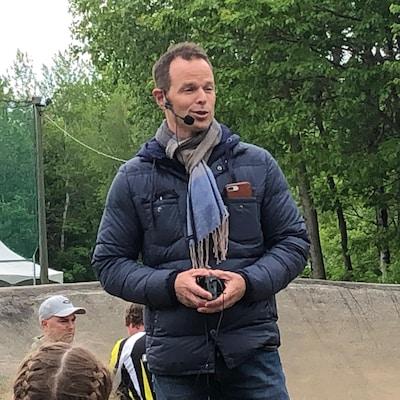 Jean-Luc Brassard en conférence sur l'éthique dans le sport à la Coupe Québec BMX.