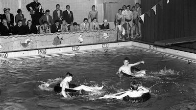 Gala aquatique en avril 1954 au Bain Mathieu