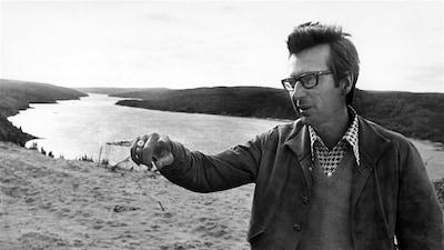 Robert Bourassa devant la rivière La Grande, 1973