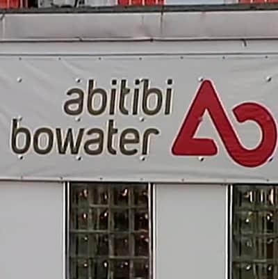 Bannière publicitaire d'AbitibiBowater affiché sur l'usine de Grand Fall-Windsor.