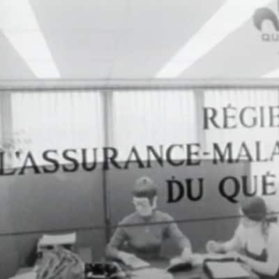 Des travailleuses à l'œuvre dans un bureau de la Régie de l'assurance maladie du Québec en 1971.