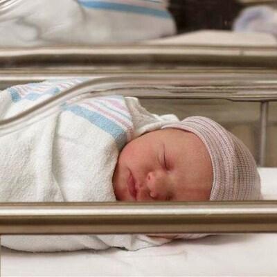 Nouveau-nés dans un centre de néonatalogie.