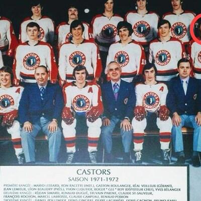 Sur cette photo de l'équipe de hockey des Castors (saison 1971-1971), Claude Campeau, le père de Sasha, est le deuxième à partir de la droite dans la deuxième rangée.