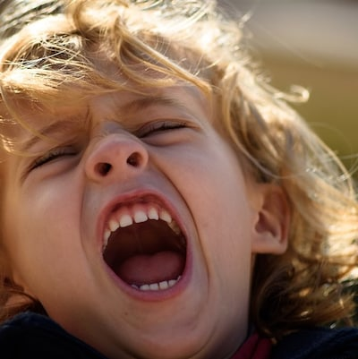 Un enfant en plein accès de colère