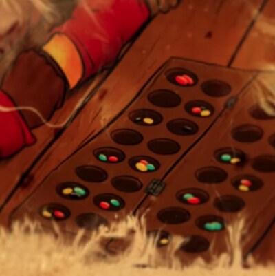 Illustration montrant des jetons colorés dans une série de trous composant le plateau du jeu ancestral africain kissoko.