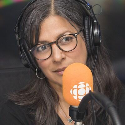 Chantal Srivastava et Anne-Marie Dupras au micro de Catherine Perrin.