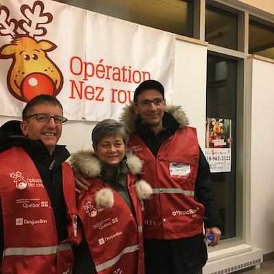 Christian Michaud, Charlotte Audet et Roland Poirier, trois bénévoles d'Opération Nez rouge à Sept-Îles.