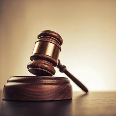 Un maillet de juge.