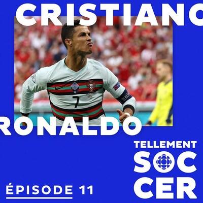 Cristiano Ronaldo célèbre un but. Son nom en blanc sur fond bleu avec logo Tellement Soccer.