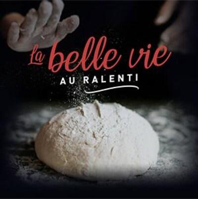 Une miche de pain avec le logo : La belle vie au ralenti.