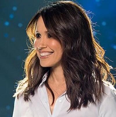 L'animatrice France Beaudoin pour le concours Célébrons la 10e saison d'En direct de l'univers!