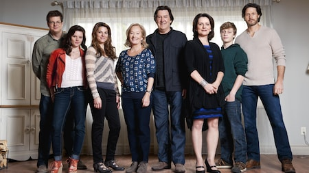 Photo de groupe des personnages de Mémores vives : Nicolas, Mathilde, Flavie, Francine, Jacques, Claire, Clovis, Christian.