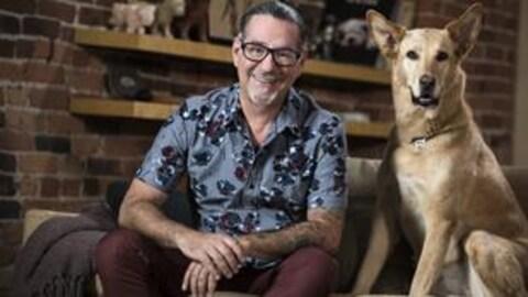 L'animateur Jean Lessard et son chien