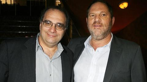 Bob Weinstein (à gauche), le frère d'Harvey Weinstein (à droite)