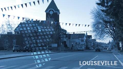 Une rue de Louiseville avec des banderoles de fanions