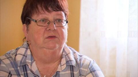 Chantale Bélanger, opératrice d'une machine à coudre