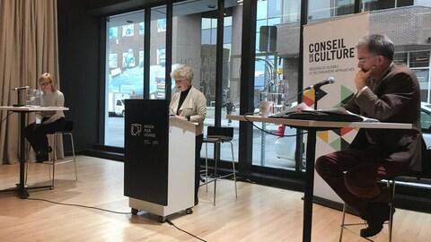 Les candidats Nathalie Roy de l'Équipe Labeaume et Jean Cloutier de Démocratie Québec ont participé à un débat sur la culture animé par Françoise Guénette.