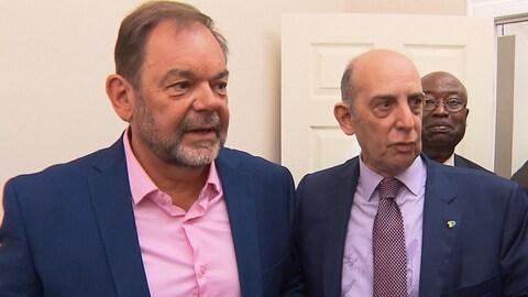 Jean Fortier (à gauche) en compagnie du chef de Coalition Montréal, Marvin Rotrand