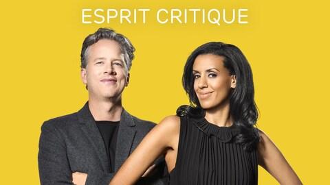 Marc Cassivi et Rebecca Makonnne posent debout devant la caméra. Le titre de l'émission est afifché au-dessus de leurs têtes.