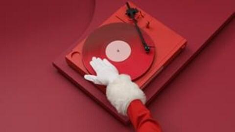 Le visuel du Débrouillage met en scène le bras d'un DJ Père Noël aux platines.