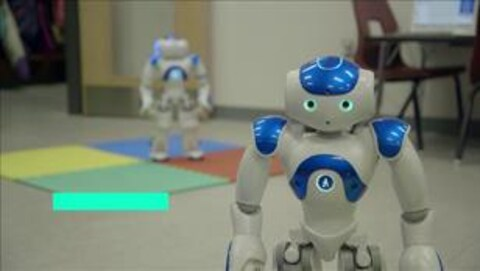 Un robot dans une salle de classe