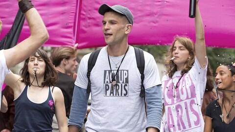 Une scène du film lors d'une manifestation d'Act Up Paris.