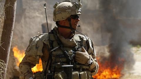 Un soldat canadien patrouille dans la province de Kandahar, en Afghanistan.