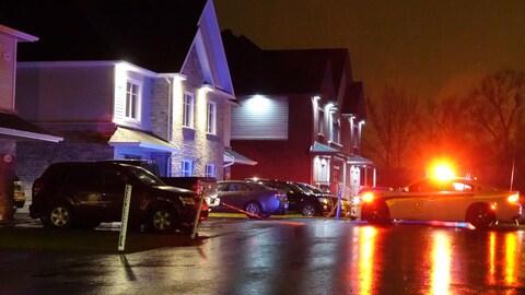 Trois personnes sont entrées de force dans une maison de Saint-Hyacinthe où se trouvaient quatre personnes, le 17 novembre 2017. Une personne a été légèrement blessée.