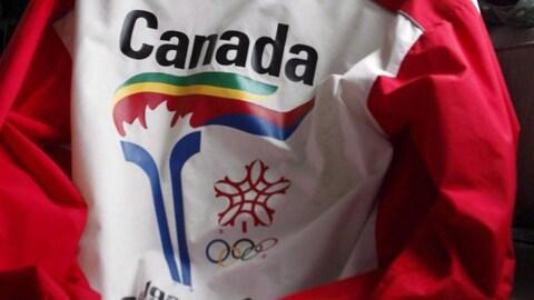 Le logo la flamme olympique sur un chandail promotionnel des Jeux olympiques de 1988.