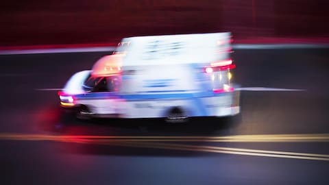 Une ambulance en mouvement.