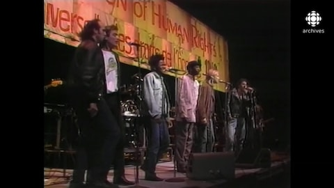 Michel Rivard, Daniel Lavoie, Tracy Chapman, Youssou N'Dour, Sting et Bruce Springsteen sur la scène, au Stade olympique.