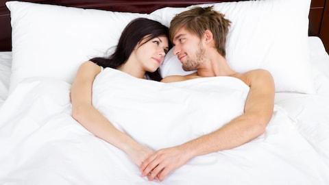 Les couples mariés ont un bon sommeil.