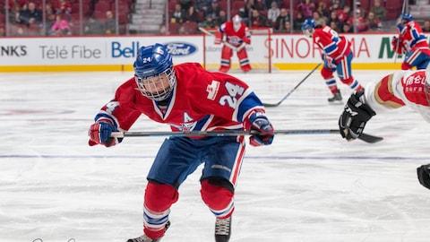 La hockeyeuse Anne-Sophie Bettez, des Canadiennes de Montréal, dans la Ligue canadienne de hockey féminin