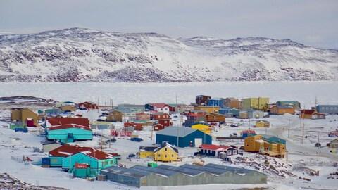 Vue de la communauté d'Apex rattachée à Iqaluit, la capitale et la plus grande ville du territoire du Nunavut.