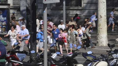 Des personnes sur La Rambla à Barcelone