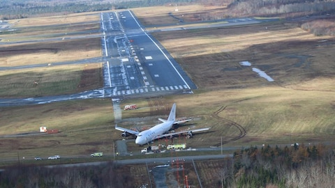L'avion-cargo vu des airs.