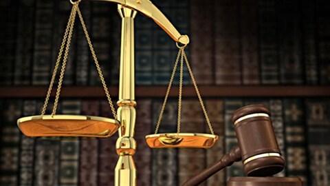Balance et marteau de la justice