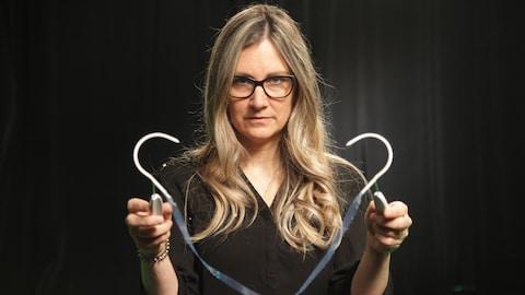 Cynthia Gagné et une bandelette sous-urétrale.