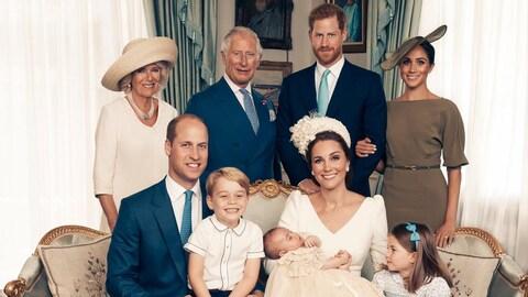 La famille royale prend la pose à l'occasion du baptême du prince Louis.